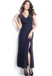Dlouhé tmavě modré šaty s krajkovým vrškem