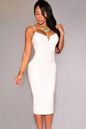 Bílé levné přiléhavé šaty s hlubokým výstřihem