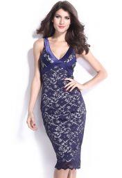 Modré midi krajkové šaty s výstřihem