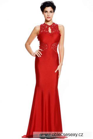 Červené dlouhé šaty s holými zády