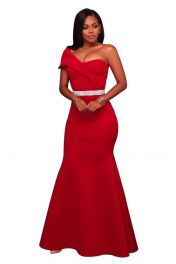 Módní dlouhé červené šaty s jedním ramínkem