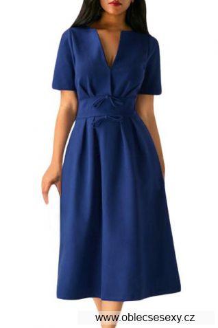 Tmavě modré šaty střední délky