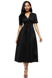 Černé šaty střední délky