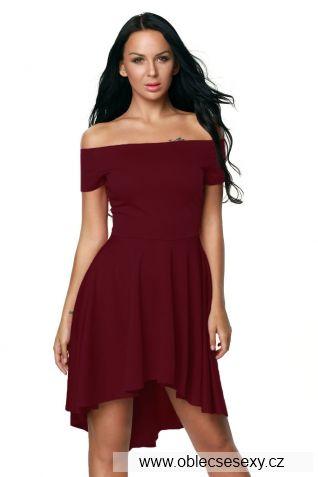Červené šaty s volnou sukním