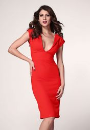 Červené šaty s hlubokým výstřihem Elmíra